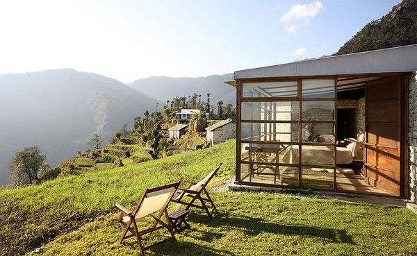 Dazzling Picturesque Mountain Hotel in Remote Area : Picturesque Mountain Hotel Atmosphere