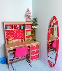 This mirror board is perfect for a girls' hawaiian bedroom #kidsroom #mirrorsforkids #mirrordesign Find more inspirations at www.circu.net