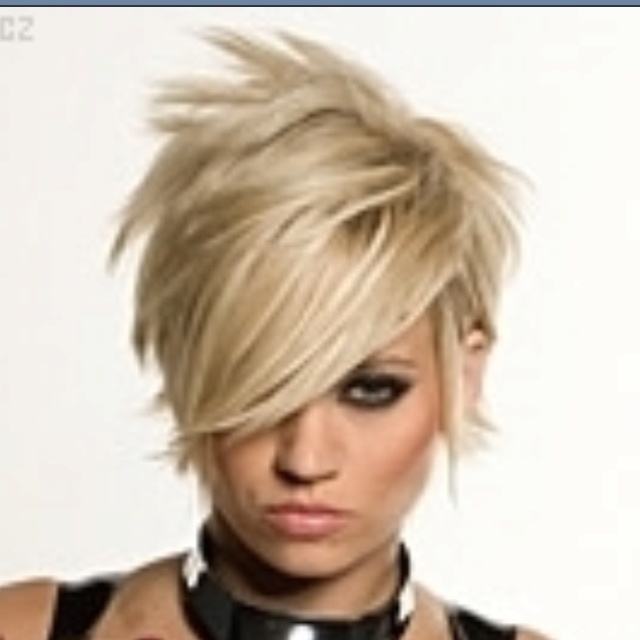Kimberly Wyatt hair. (I used to be brave enough for this, am I still?)