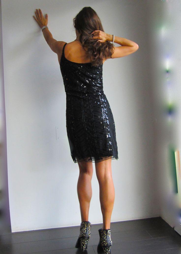 Vestido negro de gasa y lentejuelas. http://www.ch2online.com/public/website/product/index/vestido-fiesta-madrid