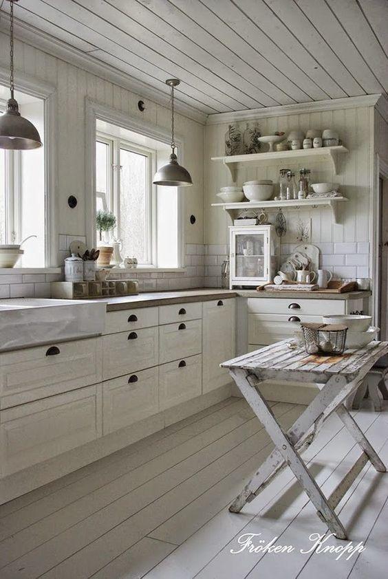 ⭐ Clica la imagen para ver tips de decoración de cocinas rústicas. Esta cocina de estilo rústico nos ha fascinado. ¡Es preciosa! Para más pins como éste visita nuestro board. Ah! ▷ Y no te olvides de repinearlo para más tarde! #cocinas #decoracion #kitchen #decor
