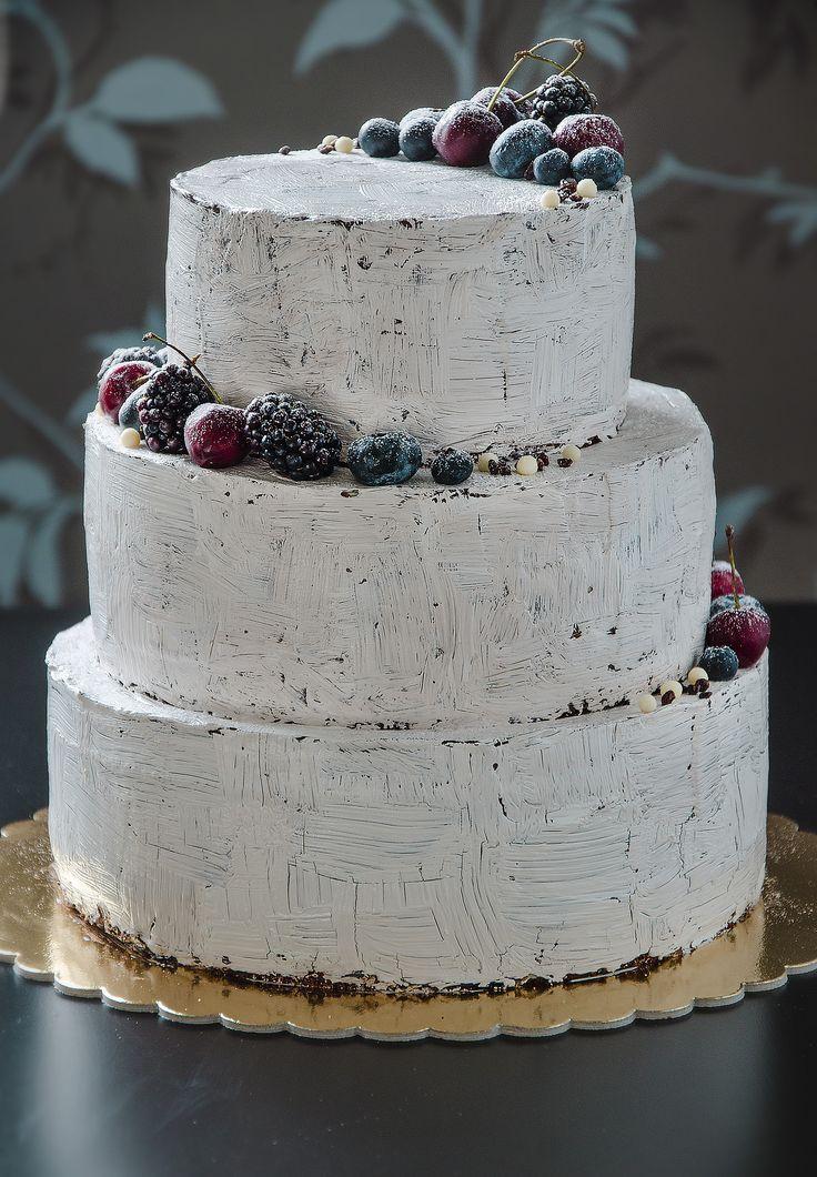 White Craquelure cake