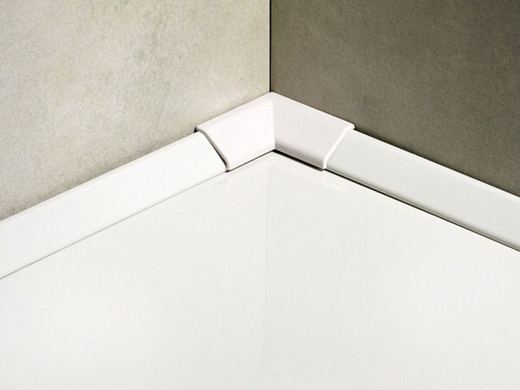 Sanitec SB18P profil de etansare intre cadita de dus si perete. Este un profil foarte elegant si discret, rezistent la zgarieturi si care nu ingalbeneste.