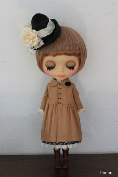 Adorable dress and hat for your Blythe doll from HANON.