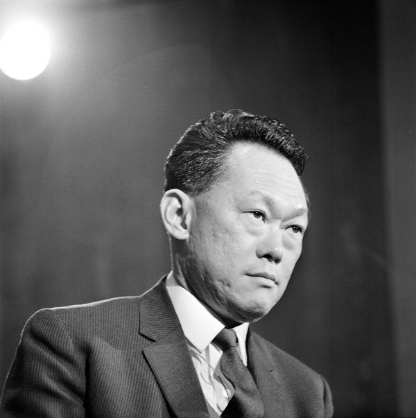 Lee Kuan Yew, Founding Father and First Premier of Singapore, Dies at 91 - NYTimes.com