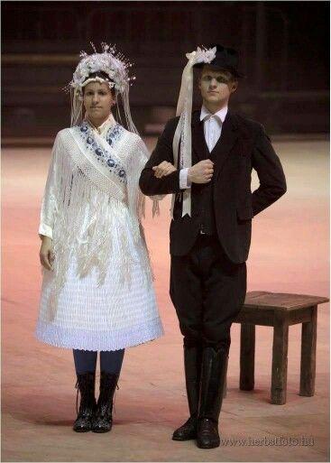 Palotai népviselet,menyasszony és vőlegény Vanyarc ?