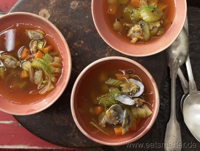 Scharfe Muschelsuppe mit viel Gemüse und scharfer Paprikanote | Hot Mussel Soup with lots of Veg (in german)