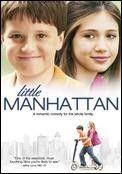 Pequeño Manhattan (2005). Director: Mark Levin. Sinopsis: Gabe es un estudiante de 11 años de edad que vive en el Upper West Side de Manhattan con su padre y su madre. Los padres de Gabe se separaron hace año y medio, pero todavía comparten piso. No tiene tiempo ni interés por las chicas. Pero cuando se apunta a clases de kárate y le emparejan con Rosemary Telesco todo cambia. Gabe se enamora... Ver en el catálogo:  http://cisne.sim.ucm.es/record=b2351432~S13*spi
