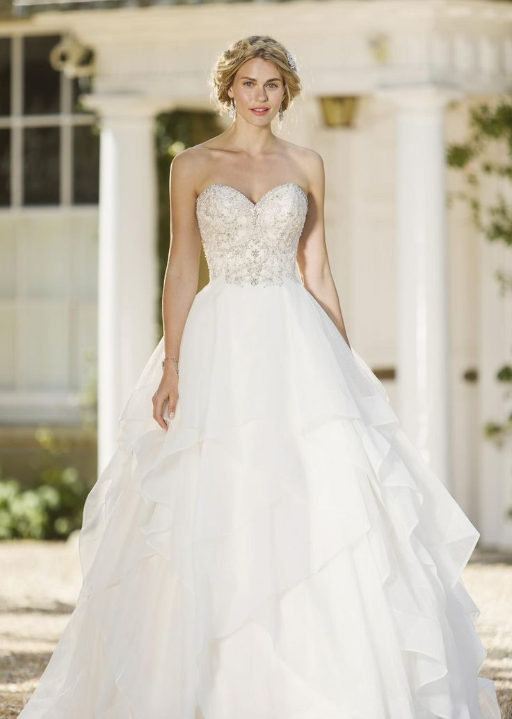 True Brides Arrivals: slim and elegant bridal gown. Book your appointment: http://smartbrides.ie/make-an-appointment/