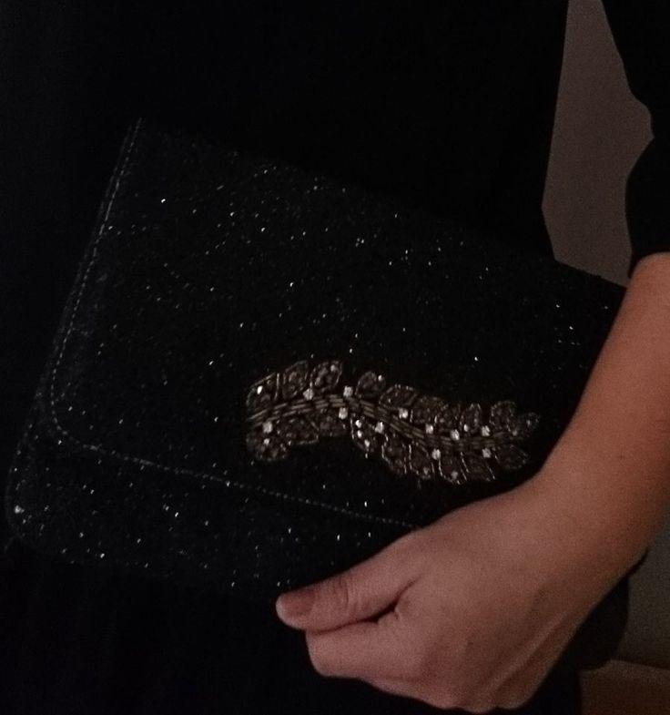 Merci à Julie qui partage avec nous sa custo de pochette pour les fêtes, réalisée avec l'un de nos jolis écussons... http://bobinesandcie.com/97-formes-a-coudre-ou-a-coller