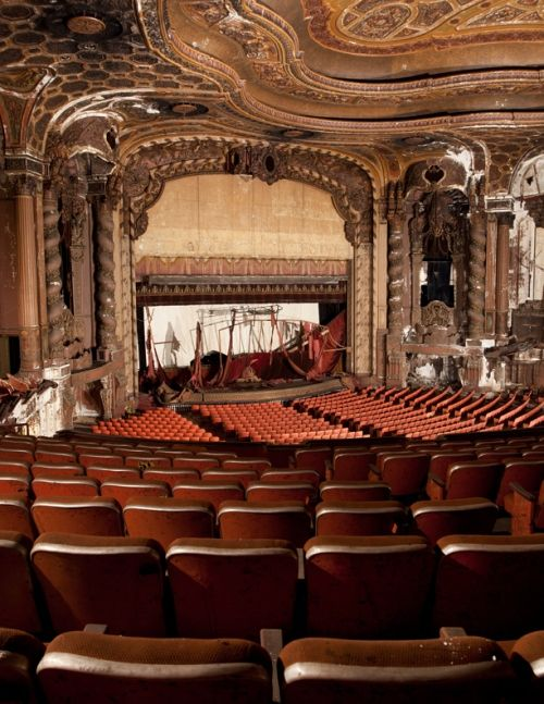 Loew's Kings Theatre (abandoned movie theater in Brooklyn, NY). Can you imagine how beautiful this place would be if it was restored?