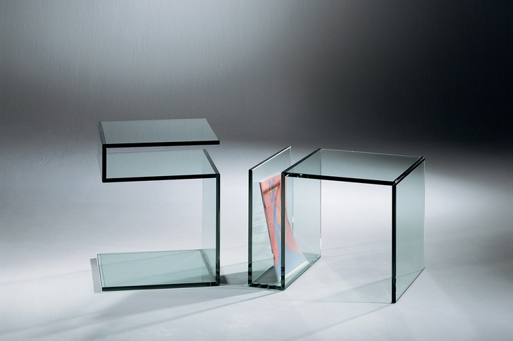 Janus – a functional table with two faces. For more information: http://www.dreieck-design.com/en/products/side-tables/janus-3/