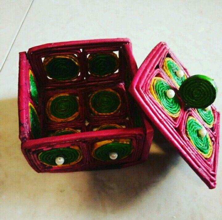 Jewellery box made from newspaper