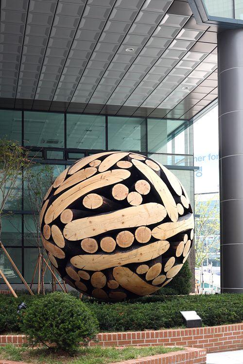 Lee Jae-Hyo, a Korean artist turns ordinary wood into giant sculptural spheres