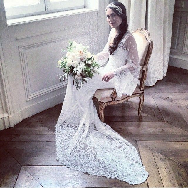 Claire Pettibone 'Emanuel' wedding dress, Gothic Angel Collection and beautiful bridal bouquet by Hollyflora   Photo: Brooke Keegan at Sylvie Gil Workshops http://www.clairepettibone.com/emanuel