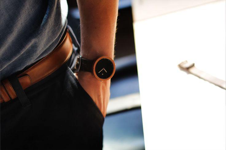 TTANTI - Reloj Madera Hombre echo en Chile, Modelo Chatwin Black, madera de la patagonia.