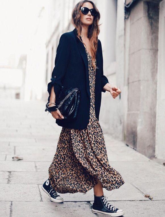 a8b6162296b8 Comment porter une robe longue léopard   Avec une veste et des Converse  noires !  look  outfit  streetstyle  converse  baskets