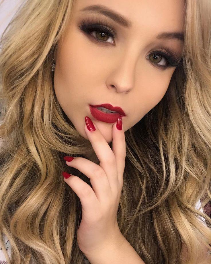 """57 mil curtidas, 2,125 comentários - Larissa Manoela (@larissamanoela) no Instagram: """"Batom vermelho ao invés de dias cinzas ❤️"""""""