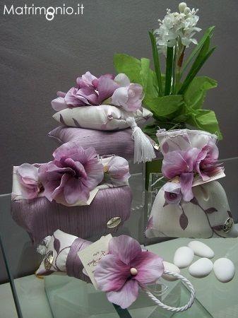 Bomboniere originali per il matrimonio, bomboniere viola con fiori. Campofelice di Roccella Palermo.  www.matrimonio.it/cerca/bomboniere_e_partecipazioni/palermo/elite_di_ylenia_munafo_/219507/7132#