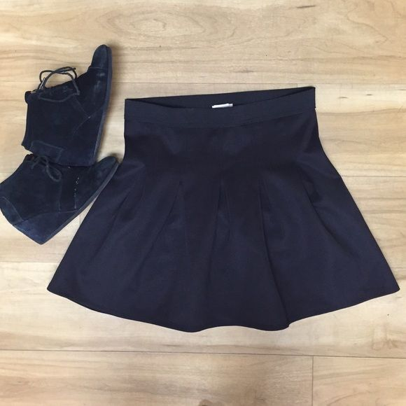 LAST CHANCEUrban Outifitters Black Skirt L Brand New with Tags Black Pleated Skater Skirt, Size Medium, looks great with black tights and wedges. (Brand name: silence and noise) Urban Outfitters Skirts Circle & Skater
