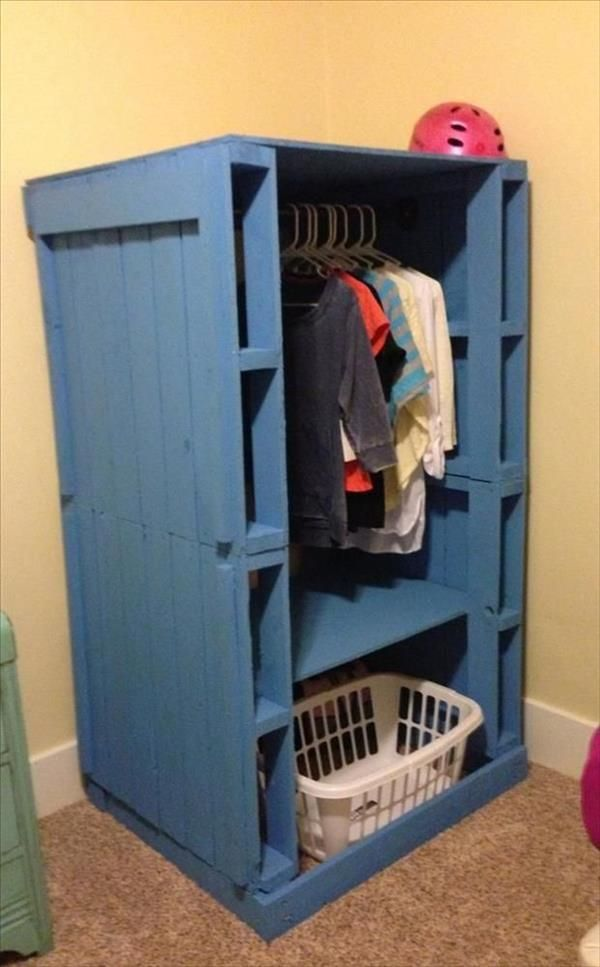 Blue Painted #Pallet Wardrobe or Closet - 10 DIY Pallet Furniture Ideas | DIY Recycled