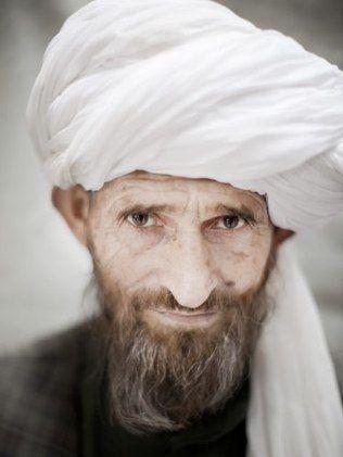 Revista de turbantes, símbolos de identidade, incomoda afegãos - New York Times - iG