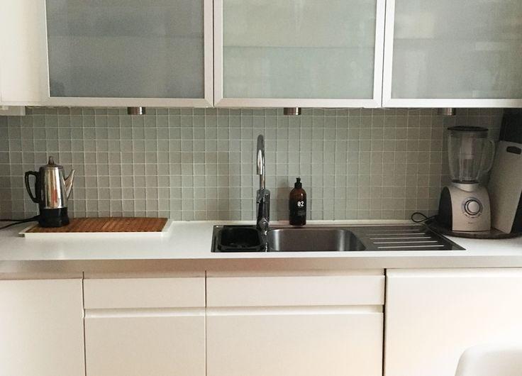 Kökskakel, vit, matt kristallmossaik med grå fix!  1 167,00 kr /m2