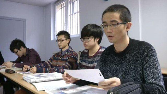 Amiens (80): aider à l'intégration des étudiants étrangers. Entre la barrière de la langue et la différence de culture, pas évident de réussir ses études en France quand on est étranger. L'ISPA, l'Institut Supérieur de Propédeutique d'Amiens, une association créée par une ancienne étudiante chinoise vient en aide aux nouveaux arrivants à l'UPJV.