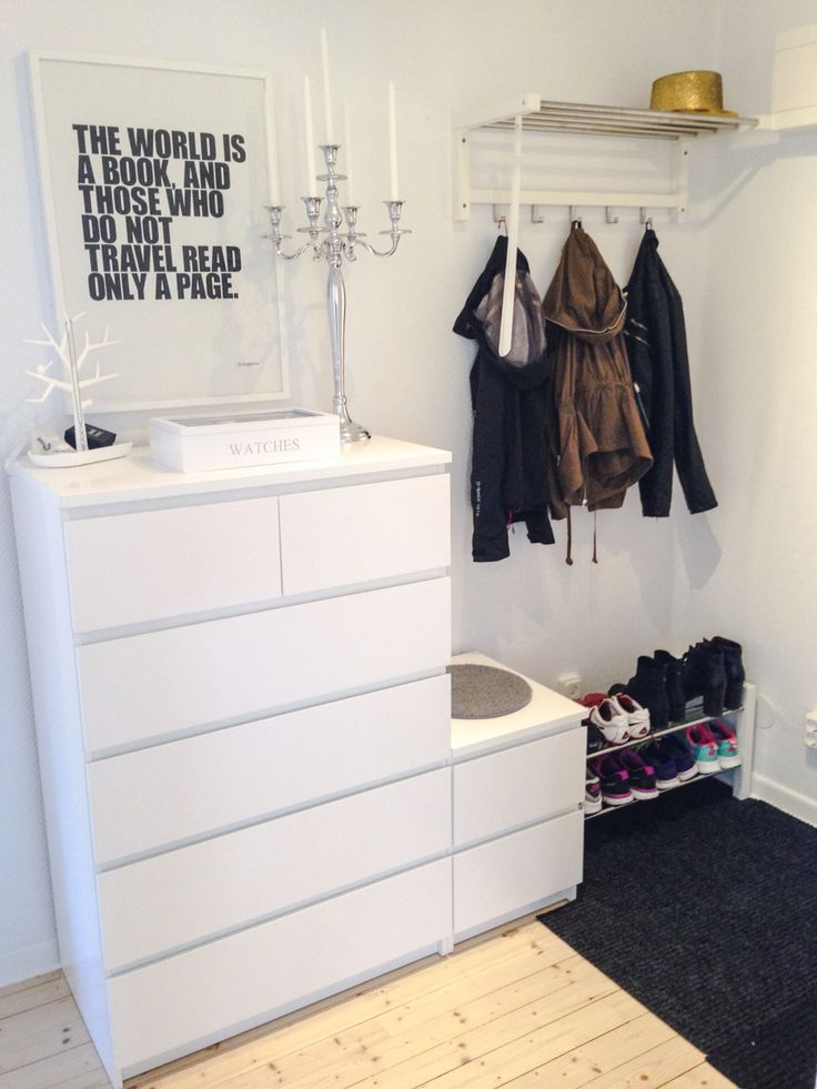 Garderobe mit Malm, die große für die Großen und die kleine für die Kleinen & als Sitzbank