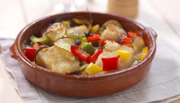 Dette er en smakfull variant av bacalao på portugisisk vis. Oppskriften er enkel og kan lages i langpanne til mange. Inviter dine venner på en portugisisk aften!