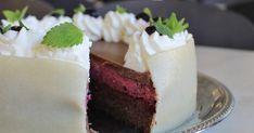 Denne kage serverede jeg for mine kollegaer i anledning af min 30 års fødselsdag. Konfektkage med solbærmousse og chokoladeganache.