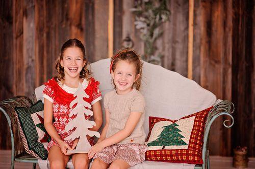 Новогодняя детская фотосессия - Аня и Света
