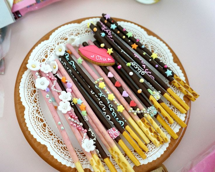 Decorated pocky OMG! Picture by Stella Lee from Stella Lee's Blog http://www.stellalee.net/2014/12/pocky-day.html