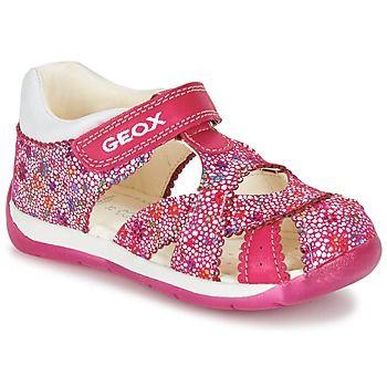 De modetrends voor meisjes van deze zomer vind je bij Geox! Bijvoorbeeld deze trendy sandaal in de kleur roze. Wedden dat alle kids fan zijn van de leren schacht en de rubberen zool. Je voeten genieten van het comfort dankzij de leren binnenvoering en de leren binnenzool. Met deze sandalen begin je de zomer met een voetje voor! - Kleur : Roze - Schoenen Kind € 54,99