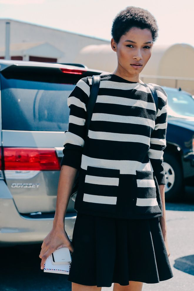 nike  reax run 5 girls shoe Street looks    la Fashion Week printemps   t   2016 de New York  mannequin pull rayures blanc et noir
