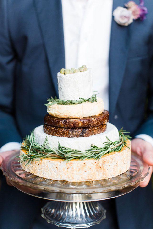 #bruidstaart #kaas #taart #trouwtaart #inspiratie #bruiloft #trouwen #huwelijk #trouwdag #wedding #cake #cheese #inspiration #idea   Photography: Anouschka Rokebrand Photography   ThePerfectWedding.nl