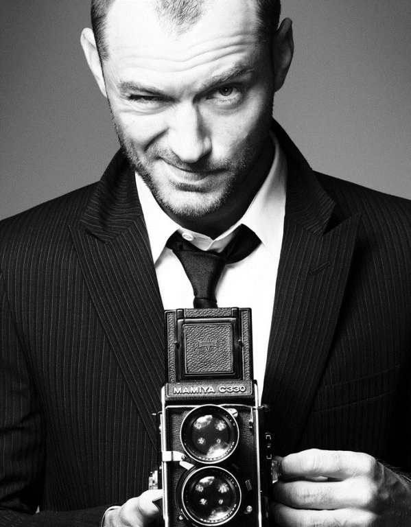 Jude Law (and a Mamiya C330 TLR camera) by Simon Emmett for Sport & Style, April 2012: Celebrity, Jude Law, Simon Emmett, Sports Style, Judelaw, Camera, Portraits, Simonemmett, Photography Equipment