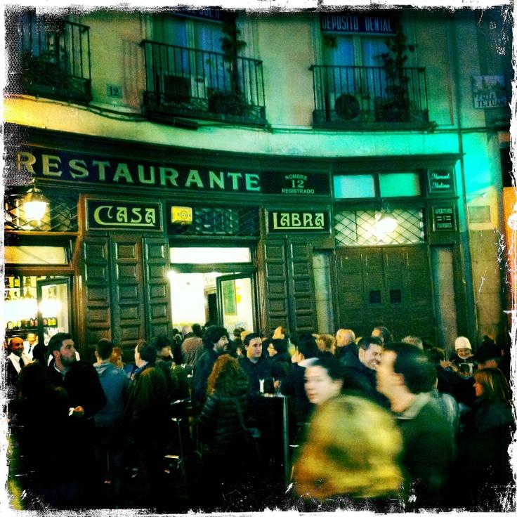 Taberna Casa Labra (1860), Tetuán 12, Sol... En 1879 Pablo Iglesias se reunió en esta taberna con sus compañeros y amigos para fundar el Partido Socialista | Tabernas de Madrid