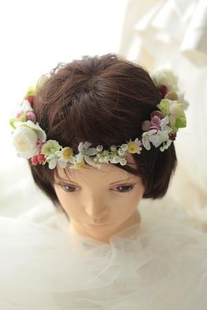 花冠 小さな花と実で 生花編 ムーミンの世界、しかしメルヘンになりすぎないように : 一会 ウエディングの花