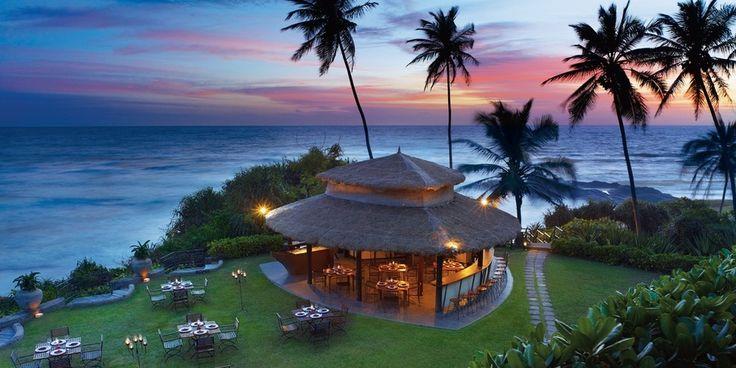 En amont des plages dorées de Bentota s'est nichée une adresse de style. Le Vivanta by Taj Bentota a tout d'un grand… Avec son design discret, sa piscine démesurée, et ses jardins luxuriants, il est difficile de ne pas apprécier cet écrin du littoral sri lankais. Séjour envoûtant sur île mystérieuse, vous reprendrez bien un nuage de Ceylan ?