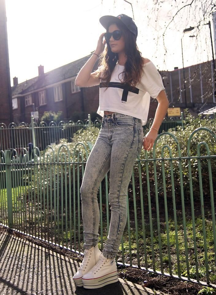 Get this look (shirt, jeans, sneakers, hat, sunglasses) http://kalei.do/WdeWXmh9cg8Vd6S8