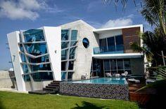 Casa com arquitetura desconstrutivista - super interessante e moderna!