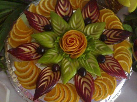 Не знаете, как оформить фруктовый стол. Карвинг из фруктов, фруктовая нарезка на праздничный стол, фруктовые нарезки на свадьбу, фруктовая тарелка на детский праздник фото идеи.