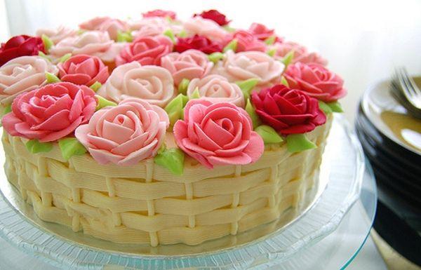 Bolos-decorados-com-rosas-01Pink Flower, Happy Birthday, Flower Baskets, Cake Decor, Pink Rose, Rose Cake, Wedding Cake, Birthday Cake, Flower Cake