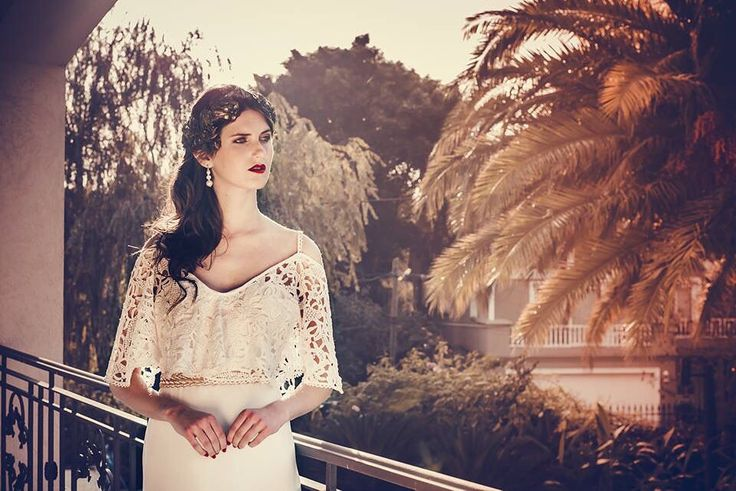 Vestido de estilo bohemio. #boxinwhite #vestidodenovia #novias #weddingdress #brides #weddingphotography #weddingstyle #romanticstyle #headpiece #weddingideas #lace #bohochic #bohobride #bohemian #macrame #bohostyle