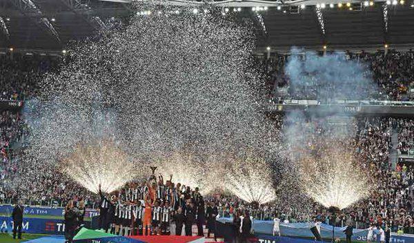 Juventus festeggia allo Stadium lo scudetto. La Juventus ha sconfitto 5-0 la Sampdoria nell'anticipo dell'ultima giornata di Serie A TIM edizione 2015/2016