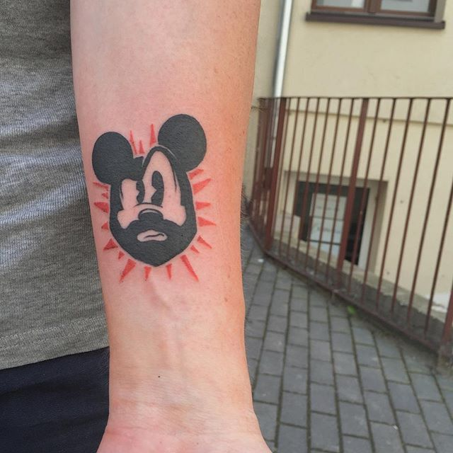Mickey Mouse / #mickeymouse #disneyland #blackwork #color #tattoo #ink #inked #tattooapprentice #tattooapprenticeship #appreciation not my design #bydgoszcz #poland @vviking86 #picoftheday #instadaily #pic