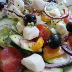 Kesäkurpitsa salaatti
