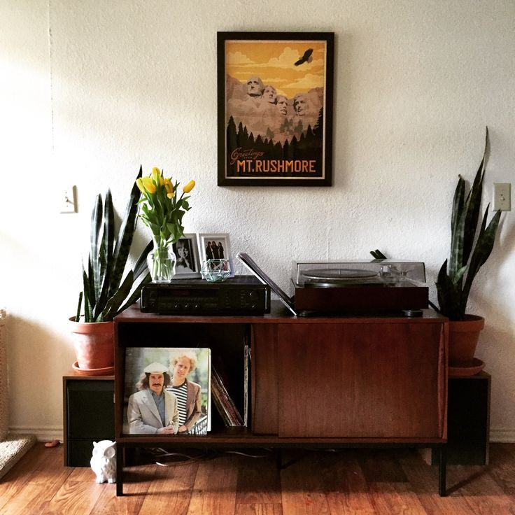 That record player setup is to die for! http://ift.tt/21YptbO
