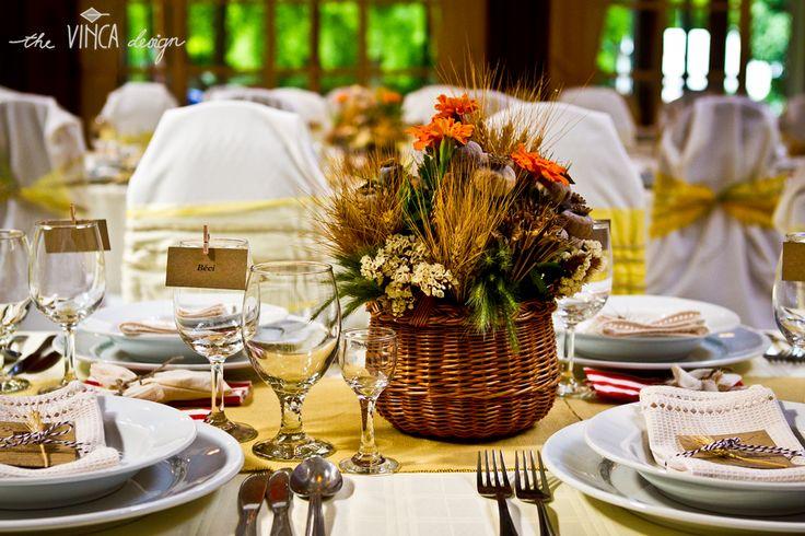 Vinca Design, rustic wedding, wedding stationery, seating card, menu, fabric napkin // rusztikus esküvő, ültetőkártya, menükártya, textilszalvéta